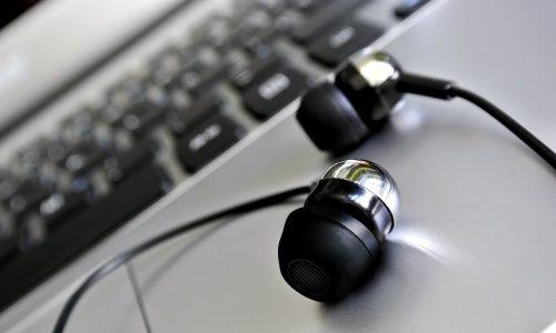 スマホ難聴とは何?予防できる?スマホ脳過労チェック方法も